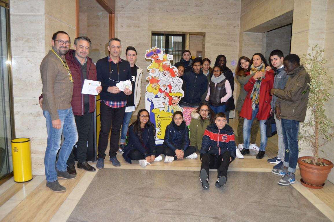 Cisneros arte postal e visita a correos cardenal for Oficina correos ourense